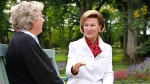 Hagevandring med dronning Sonja