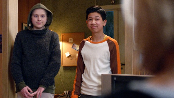 Mens gjengen oppsummerer Annas famøse oppvisning får de et overraskende besøk. Vi lærer litt mer om hva Troll kan og Lars får en ide om hva som kan hjelpe Caroline.