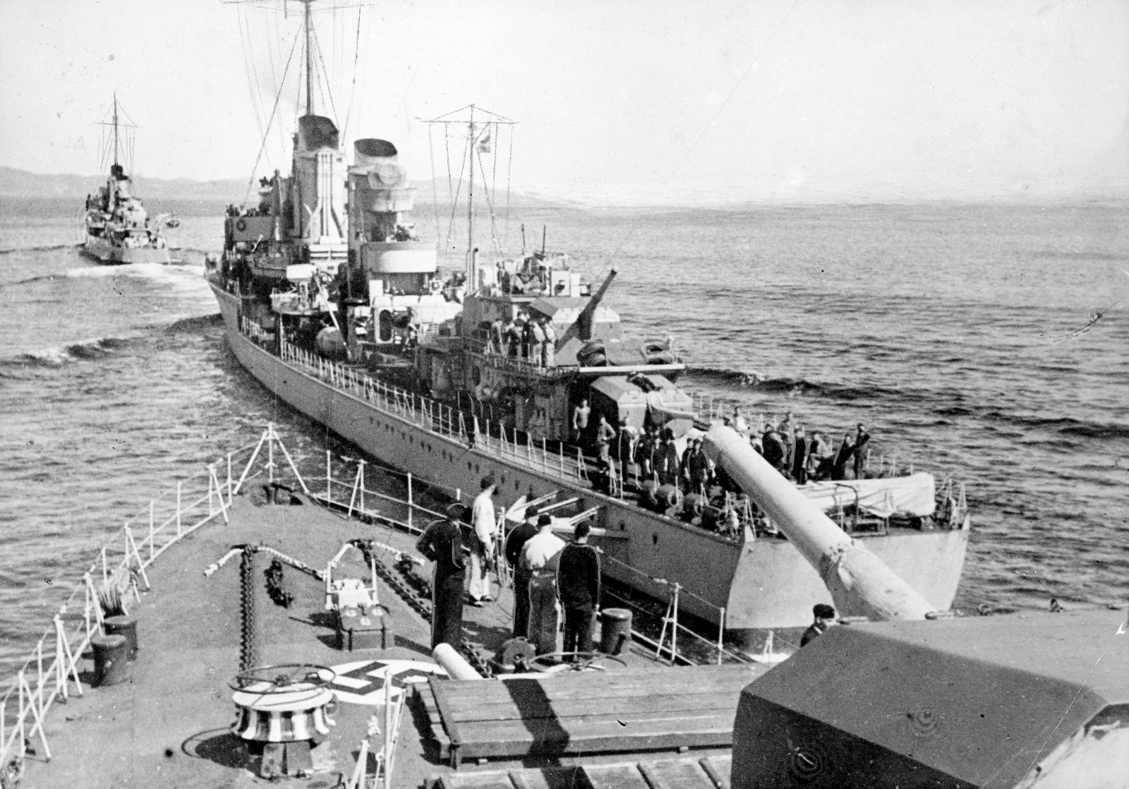 Tyske tropper på vei til Norge med tyske krigsskip.