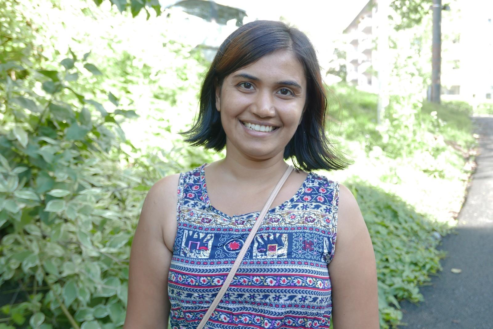 Ramya Inamdar har oversikt over alle klærne sine. – Jeg har veldig lite, også er det flere klær jeg ikke har brukt ennå. Jeg kaster klær hvert år, fordi jeg reiser til India og gir det bort det som jeg ikke har brukt. Eller så går alt til fretex, sier hun.