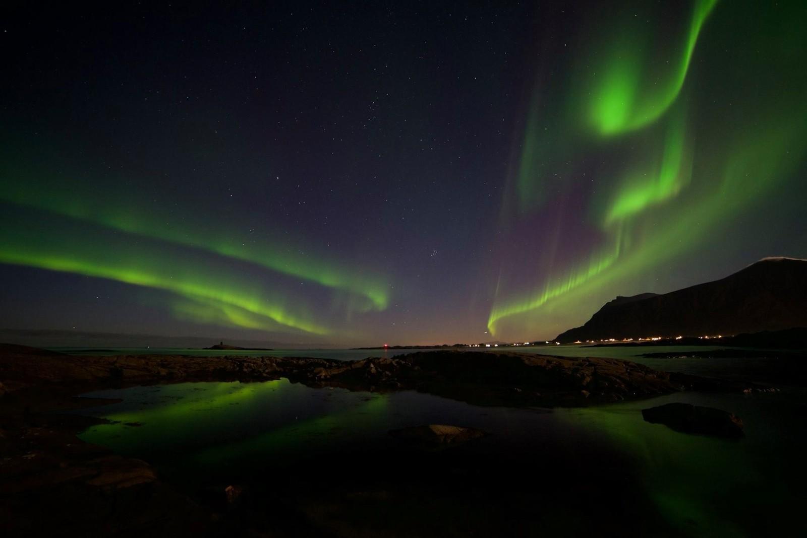 Åse Grete Farstad har fanga dette nordlyset i eit foto teke ved Farstad i Fræna i Møre og Romsdal.