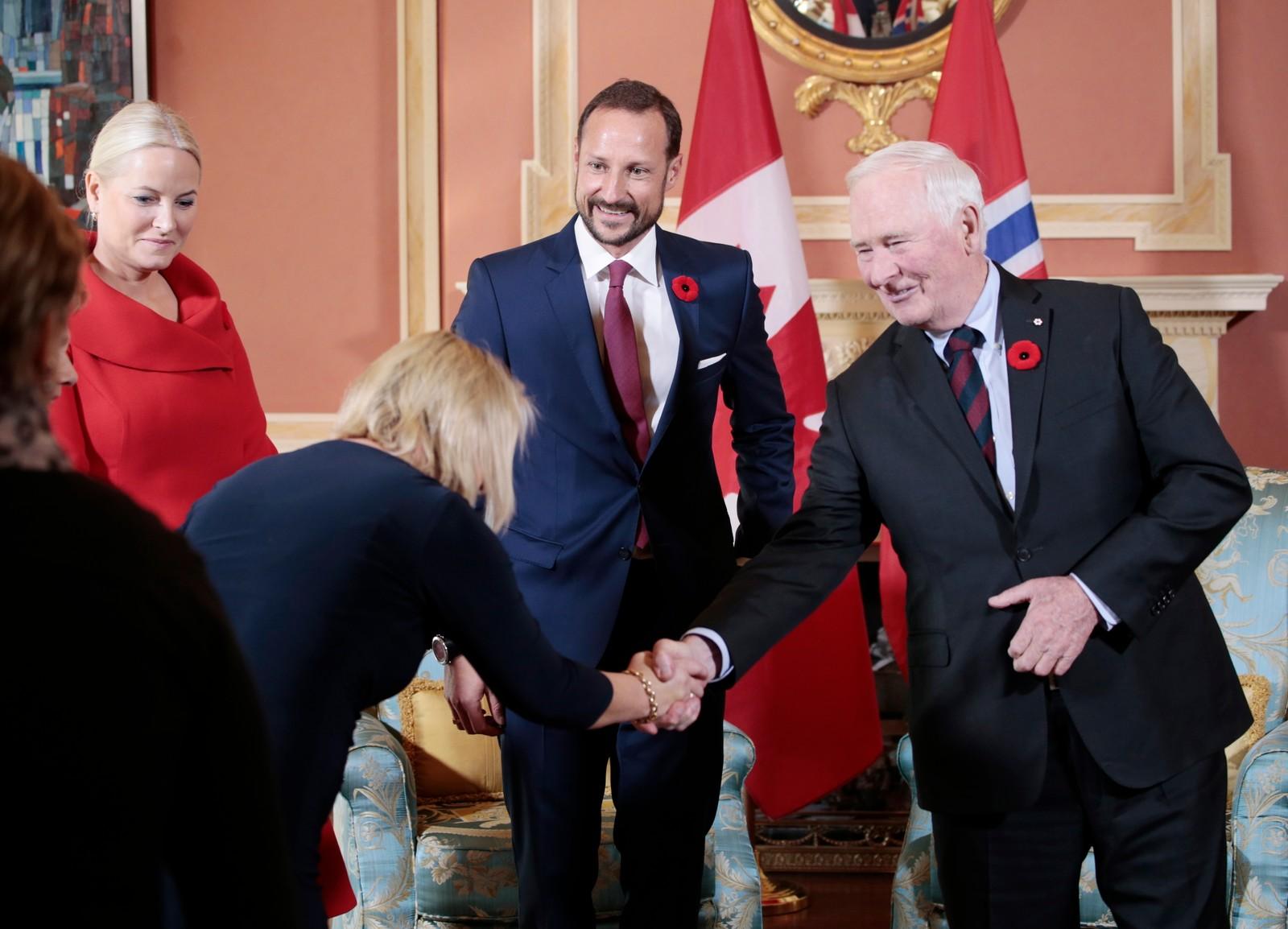 Generalguvernør David Johnston helste også næringsminister Monica Mæland velkomen til den canadiske hovudstaden Ottawa i går.