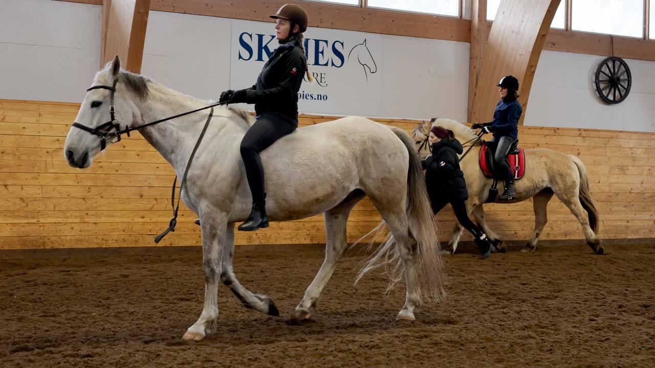 EKT Rideskole Camilla Utne Gunther til hest