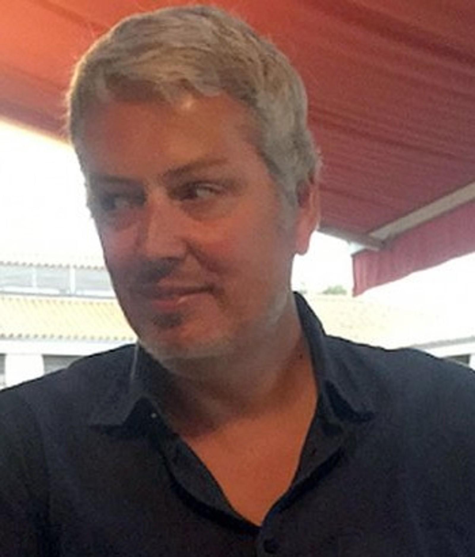 DREPT: Fabrice Dubois (46) jobbet i kommunikasjonsgruppen Publicis Conseil. Han var gift og hadde to barn. Fabrice døde på konserten i Bataclan konserthus.