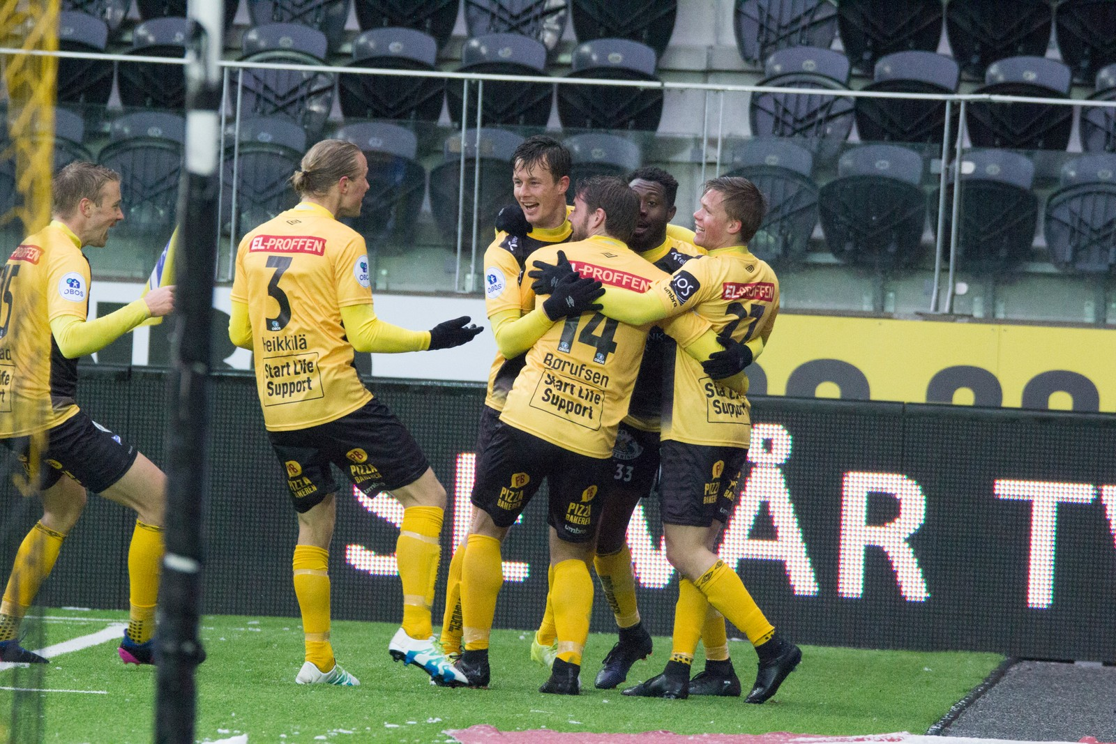 Niels Vorthoren har satt inn sitt tredje mål for dagen.