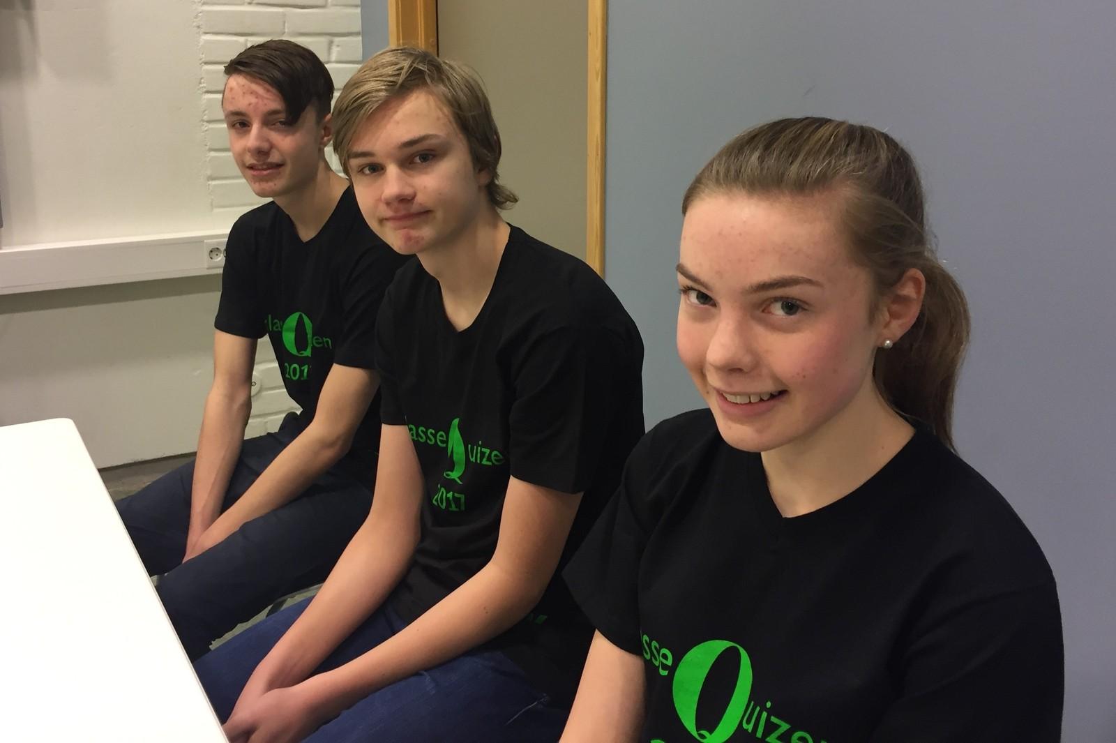 HOV SKOLE: Fra venstre ser vi Sigve Morken Lange, Norvald Sundan Meland og Ingeborg Aasen.