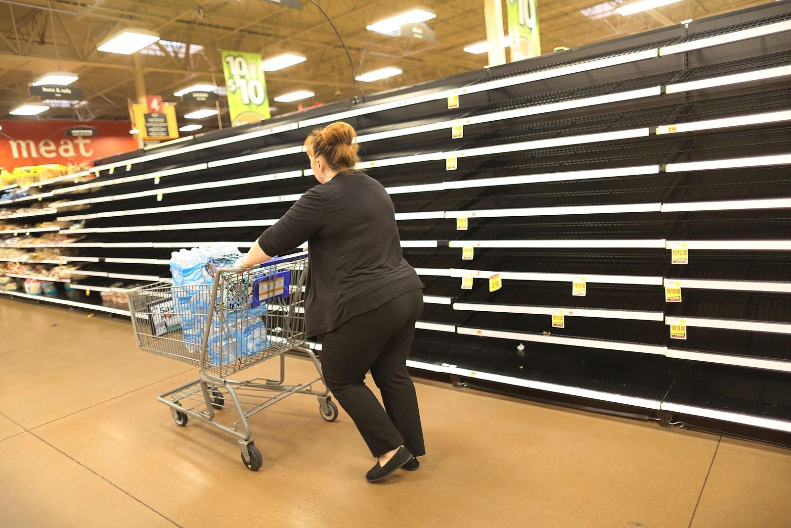Brødhyllene i butikkene i Houston er nærmest ribbet for varer.