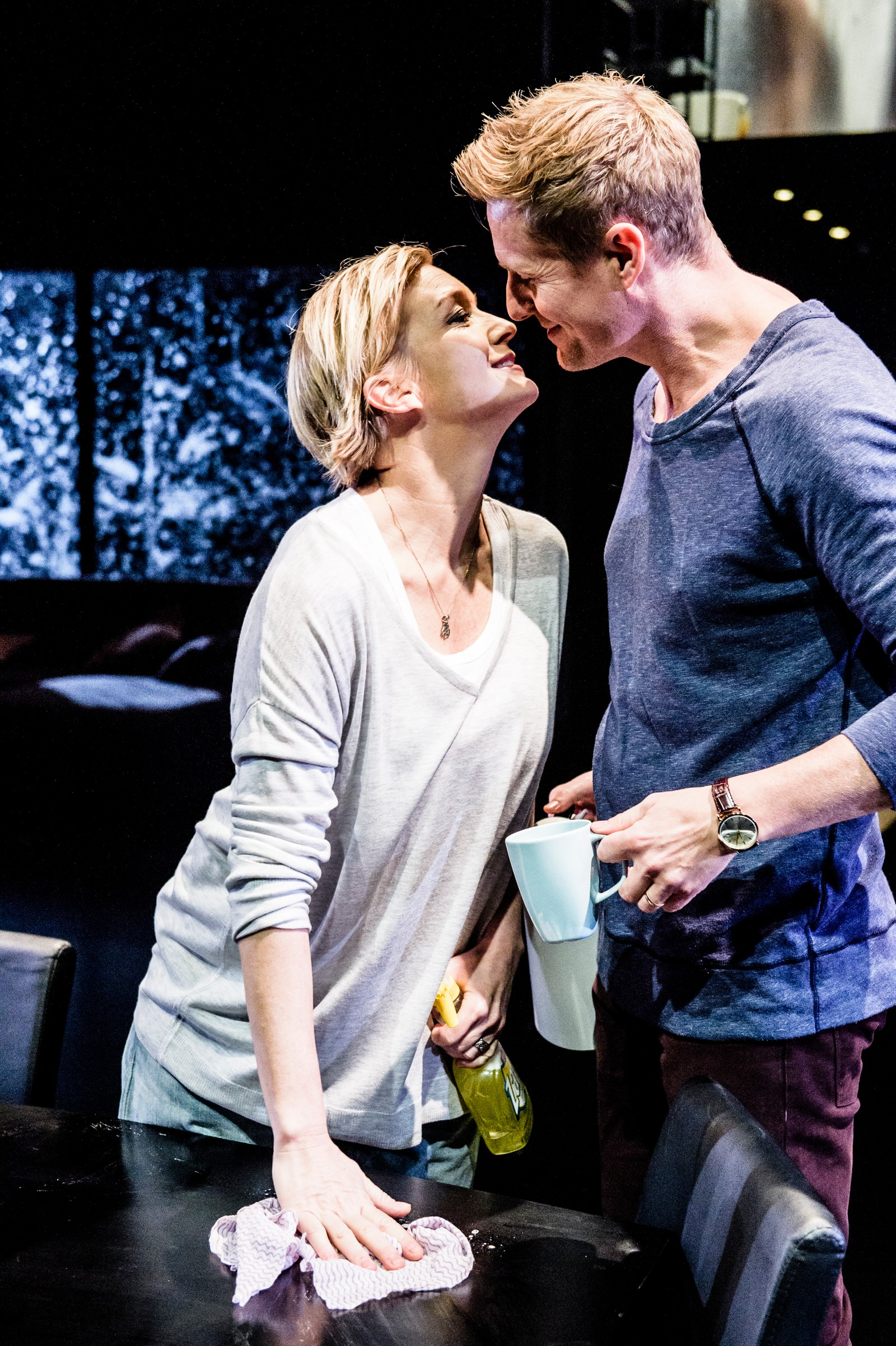 SCENER FRA ET EKTESKAP: Ingvild (Ulrikke Hansen Døvigen) og Bjørn (Frode Winther) er ekteparet som har kjørt seg fast i et dårlig spor.