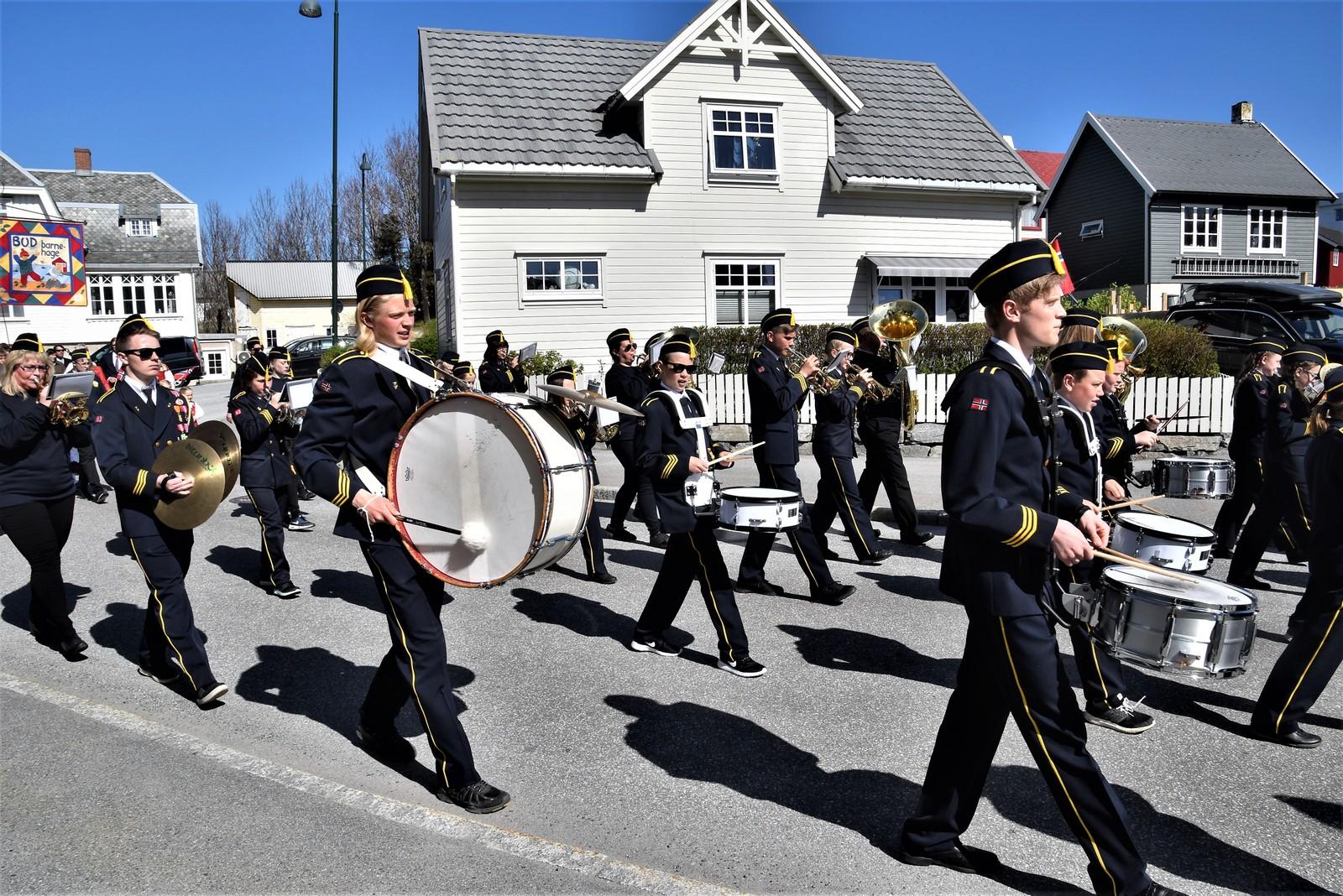 Ungdom fra bygdene Bud, Gule og Bergset samles i Bud skulemusikkorps. Til høsten teller de 60 musikanter og aspiranter.