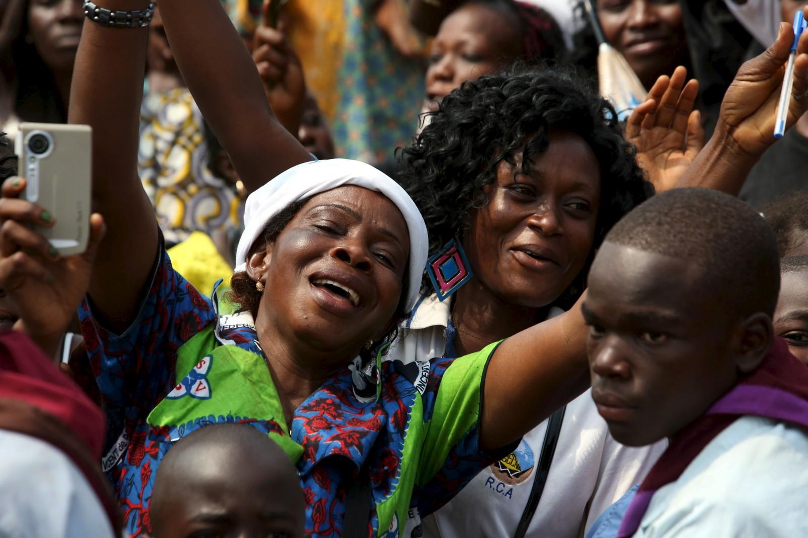 Den sentralafrikanske republikk er et av de afrikanske landene hvor et flertall er katolikker. Mange hadde møtt frem for å se paven.
