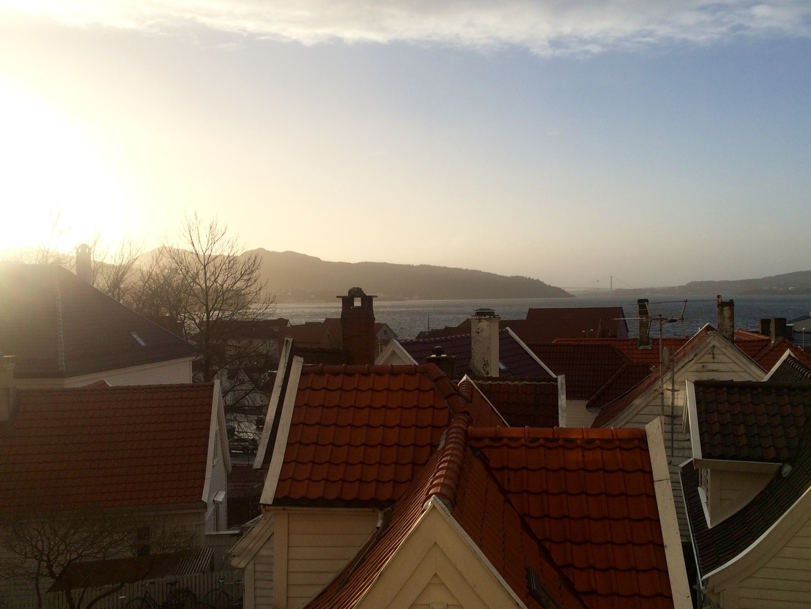SOL: I Sandviken skinner solen i 15:30-tiden.