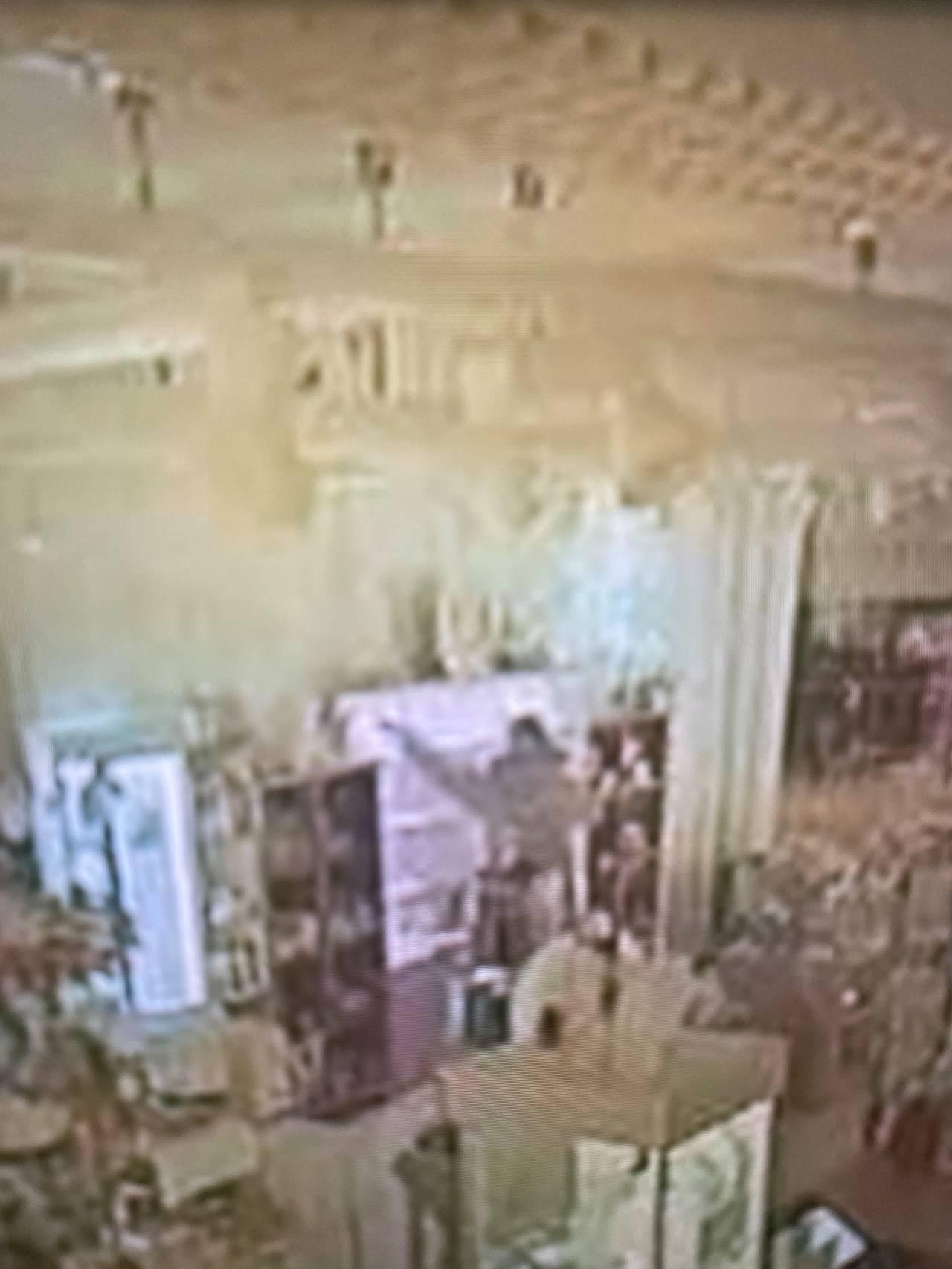 Overvåkningsbilde fra innbruddet hos Smykkeskrinet på Myre