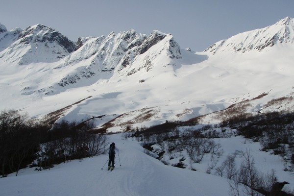 Vellesæterdalen er et eldorado for topputurer på våren. Her skitur til Storbreskaret - Foto: Åsmund Steen