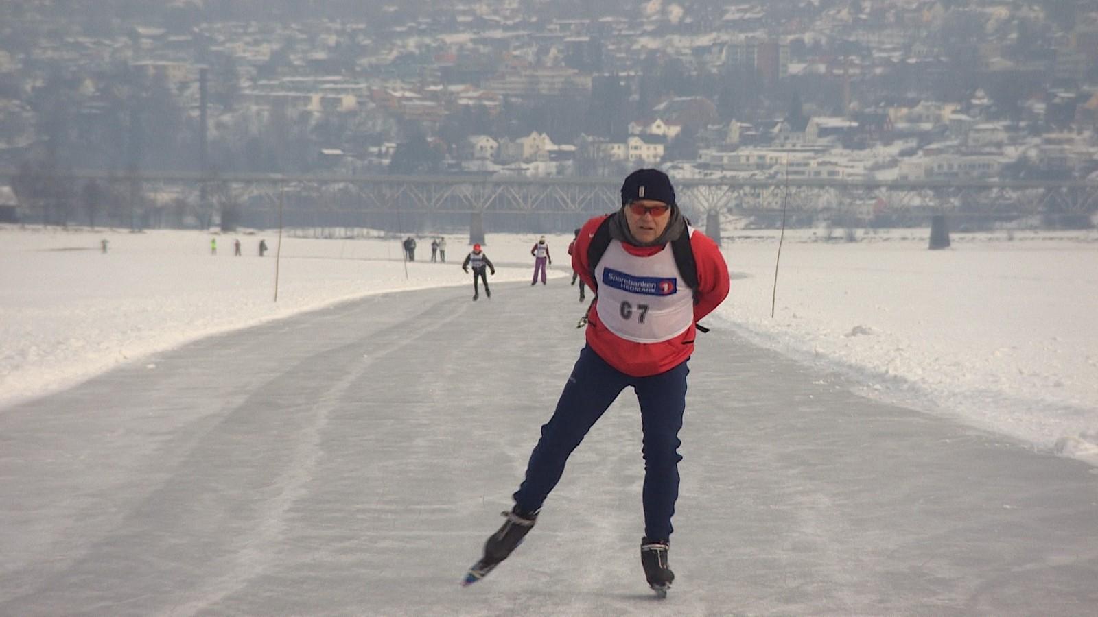 Baneløpet var 6 km, og man kunne velge flere runder. Andre valgte å gå til Strandhytta og tilbake som er 32 km. Eller man kunne gå helt til Moelv og tilbake til Vingnes, som er 56. De sprekeste gikk denne distansen to ganger, og tilbakela hele 112 km på skøyter på søndag