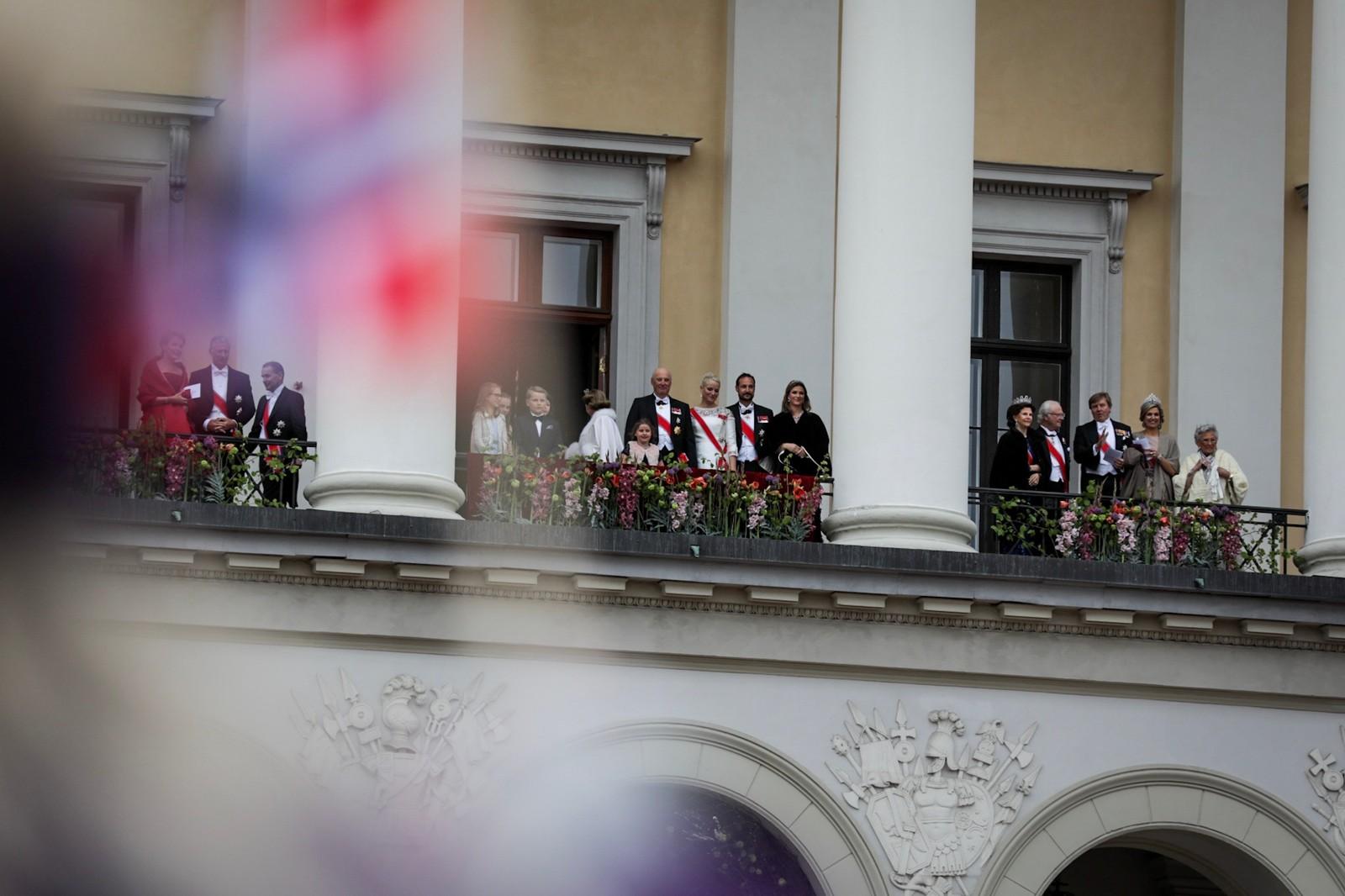 De kongelige på Slottsbalkongen 9. mai 2017.
