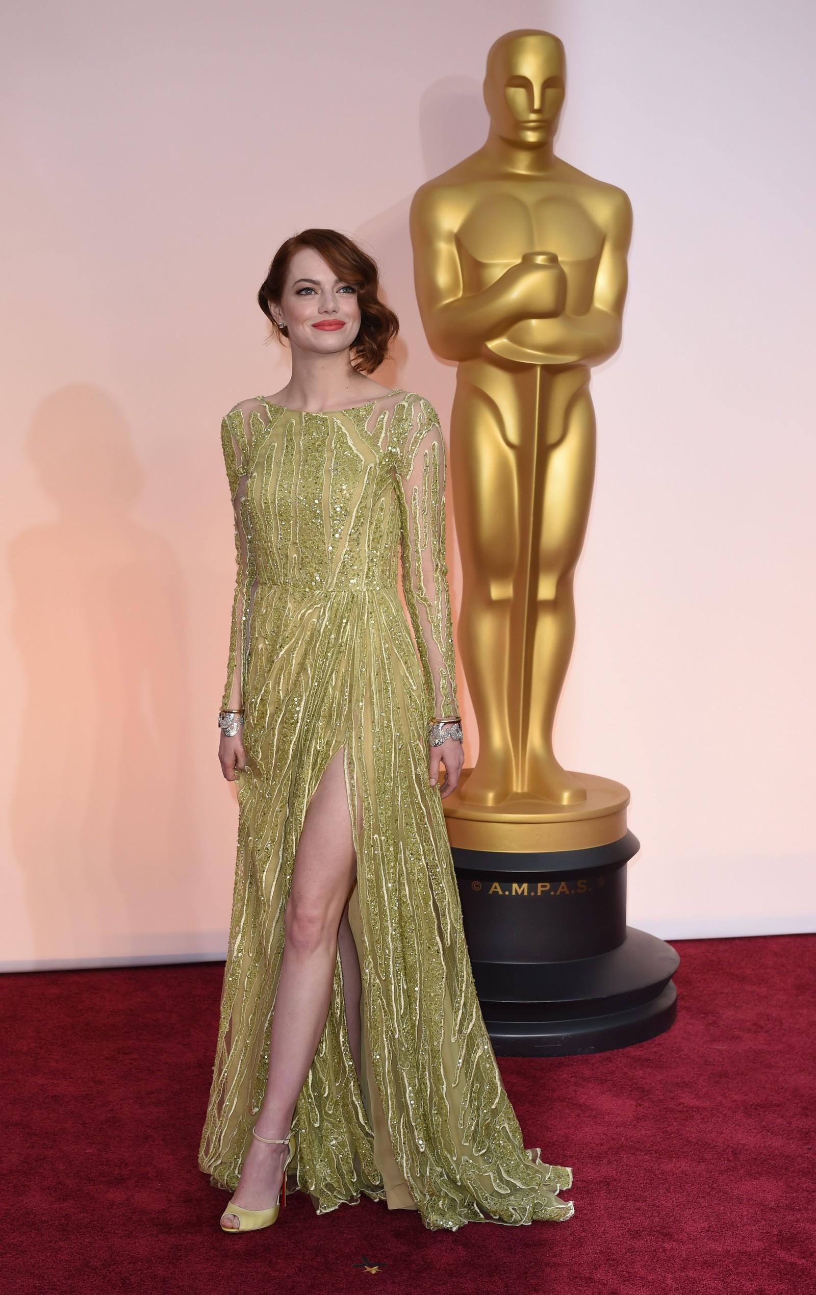 NUMMER FEM: Emma Stone hadde den fineste glitterkjolen, mener NRKs ekspert om antrekket fra Elie Saab.