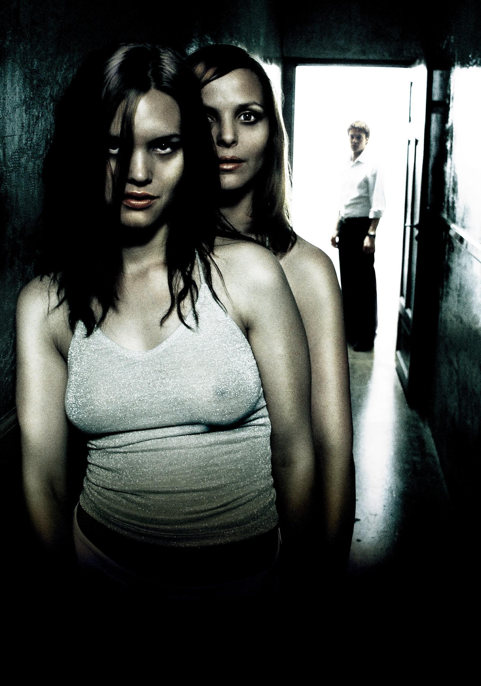 Naboer er en psykologisk thrillerfilm fra 2005 regissert av Pål Sletaune.