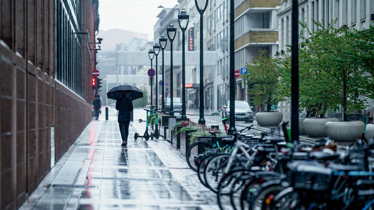 REGNTUNGT: Oktober er den våtaste månaden i Oslo i år. 21 av 31 dagar med regn er nok til å slå regnbyen i vest.
