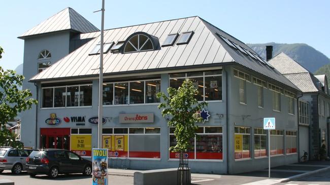 I nabobygget til Sjur-Ola-bui held Rimi og fram til 2010 bokhandelen Ørens Libris til. Foto: Kjell Arvid Stølen, NRK.