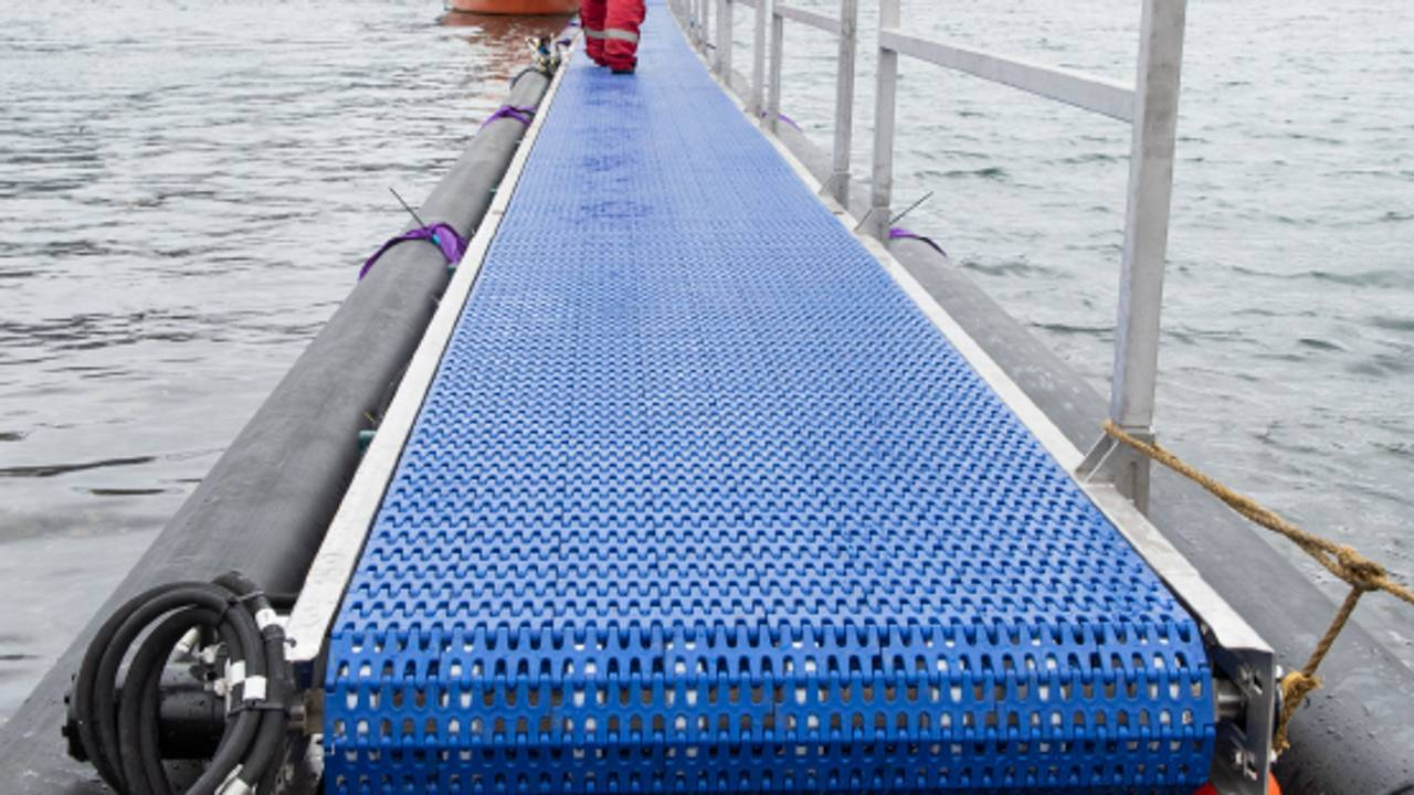 Transportbandet Floating Conveyer laget av LoVeMar og Melbu Systems.