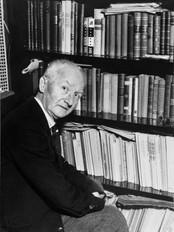 Abraham Strømmen dreiv bilblioteket i Askvoll i tillegg til verksemda si. Foto: Abraham Strømmen.