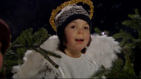 Julegrantenning.       I Svingen gleder alle seg til den årlige julegrantenningen. Marvin synes arrangementet er kjedelig og har en plan for hvordan det hele kan bli litt mer feiende og flott. Det blir en julegrantenning som ingen vil glemme!