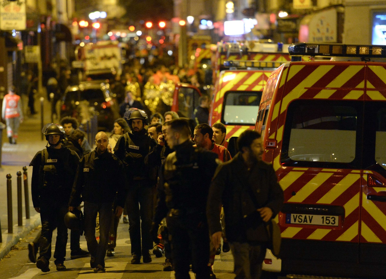 AUTOMATVÅPEN: Den andre gruppen skal ha skutt med automatvåpen mot restauranter og forbipasserende, til de tok seg inn i konsertlokalet Bataclan. Det er her de fleste ble drept, over hundre i de som blir beskrevet som en grufull massakre.