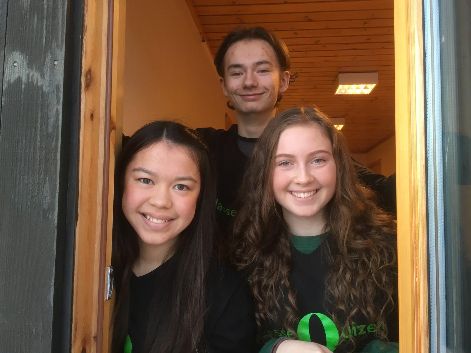F.v. Tina Harildstad, Erlend Pedersen og Evine Stuen Evensen fra Romedal ungdomsskole klarte åtte rette.