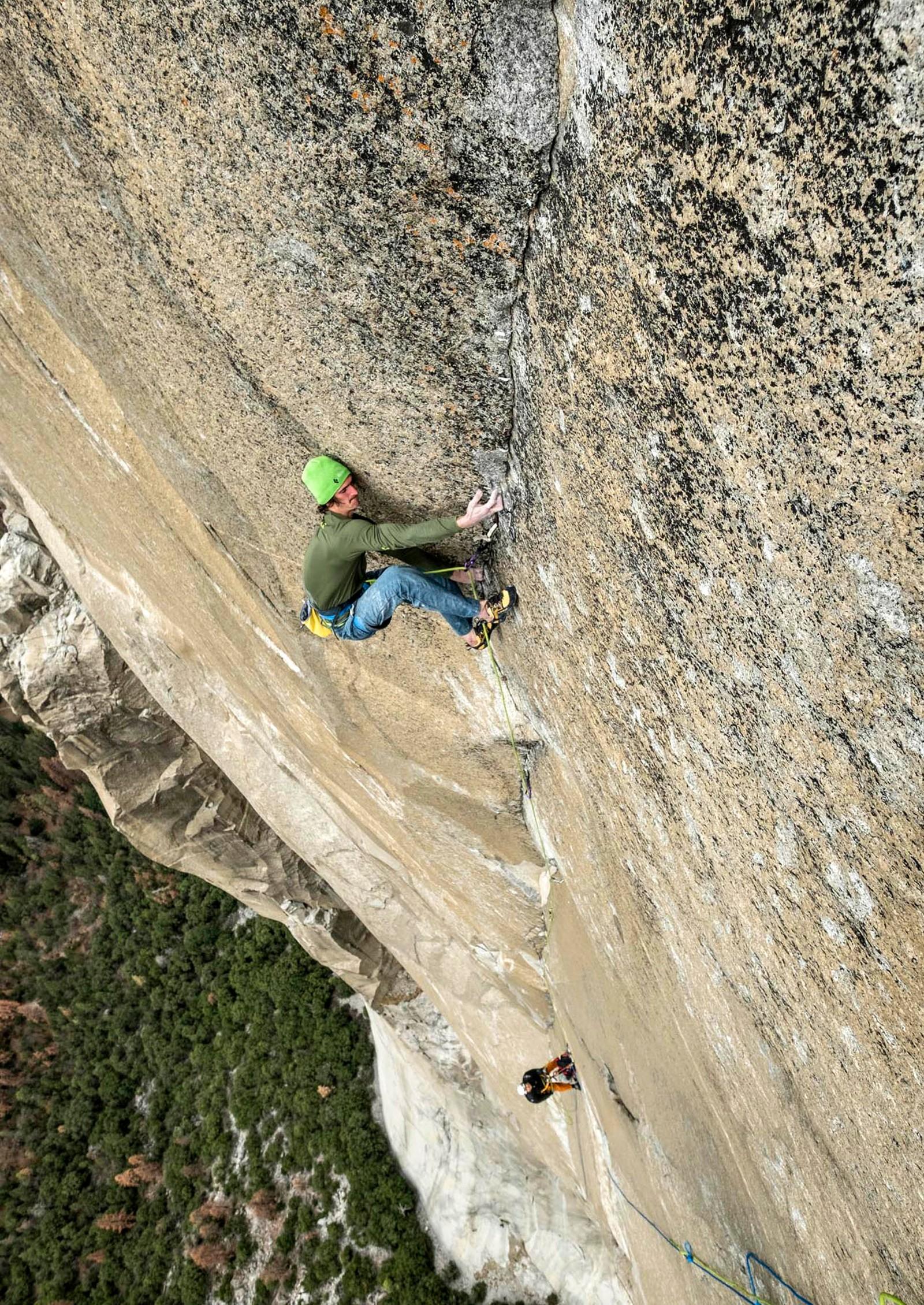 Den 23 år gamle tsjekkeren Adam Ondra brukte 8 dager på å klatre opp en av verdens mest fryktede fjellvegger, Dawn Wall i Yosemite i California. Den gamle rekorden var 19 dager. Fjellveggen er 3000 fot høy.
