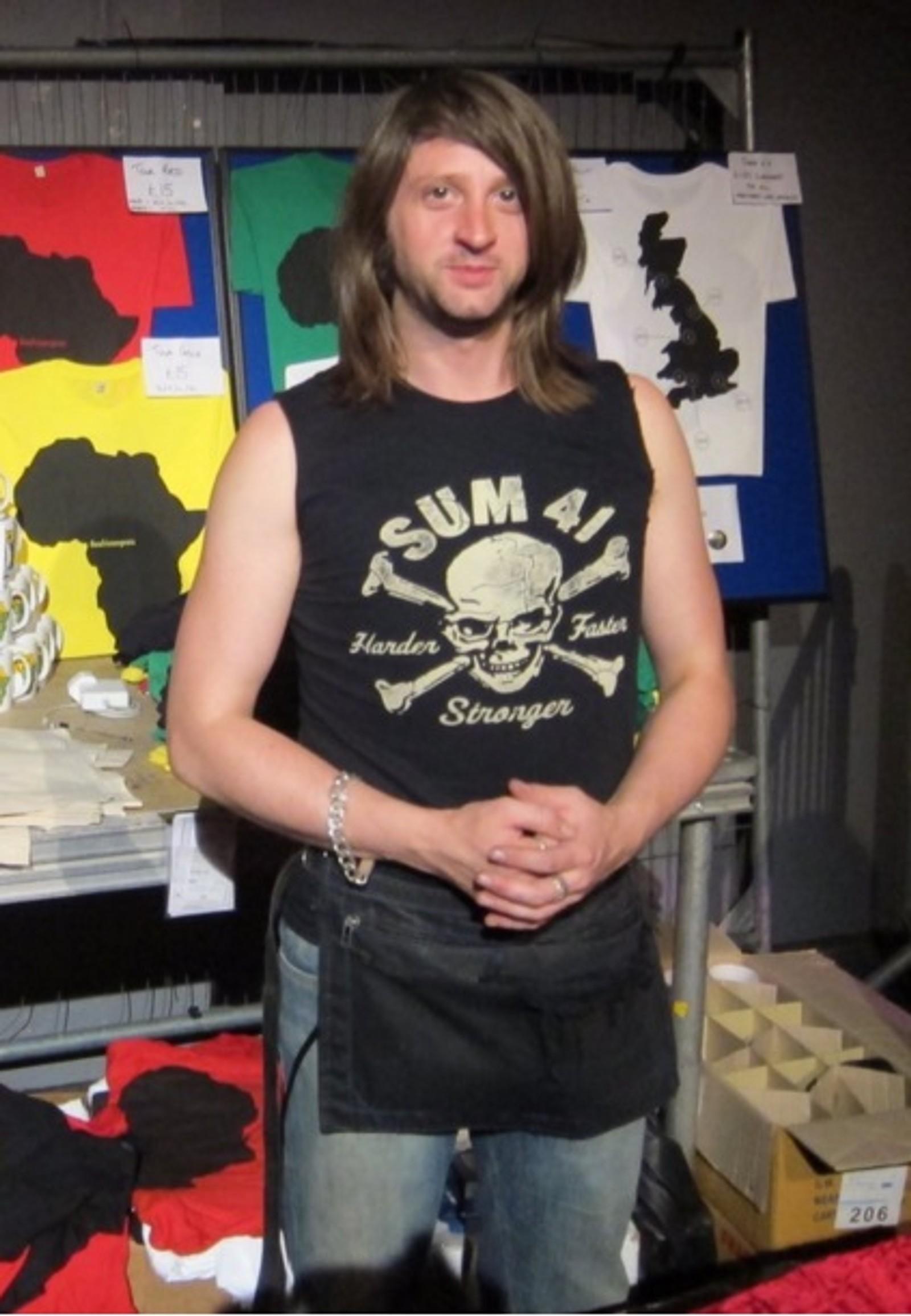 DREPT: Britiske Nick Alexander (36) ble skutt på sin Bataclan. Han jobbet for bandet The Eagles of Death Metal som avholdt konserten.