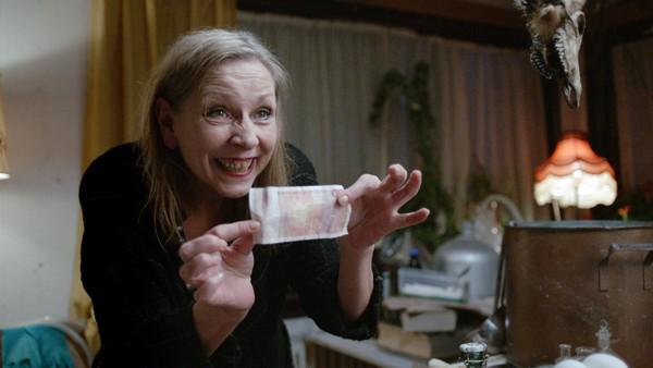 Norsk dramaserie. (9:13)       Tess finner ut at familien hennes bærer på en hemmelighet. Lars drikker et heksebrygg.