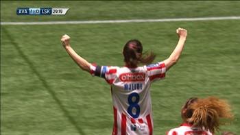 Maren mjelde scorer det første målet i kvinnenes cupfinale.