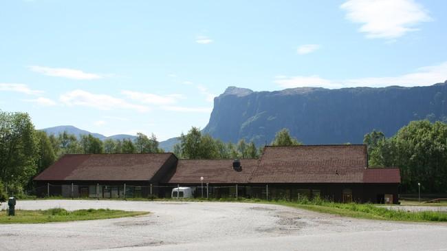 Øn skule vart lagd ned i 2002. Foto: Ottar Starheim, NRK.