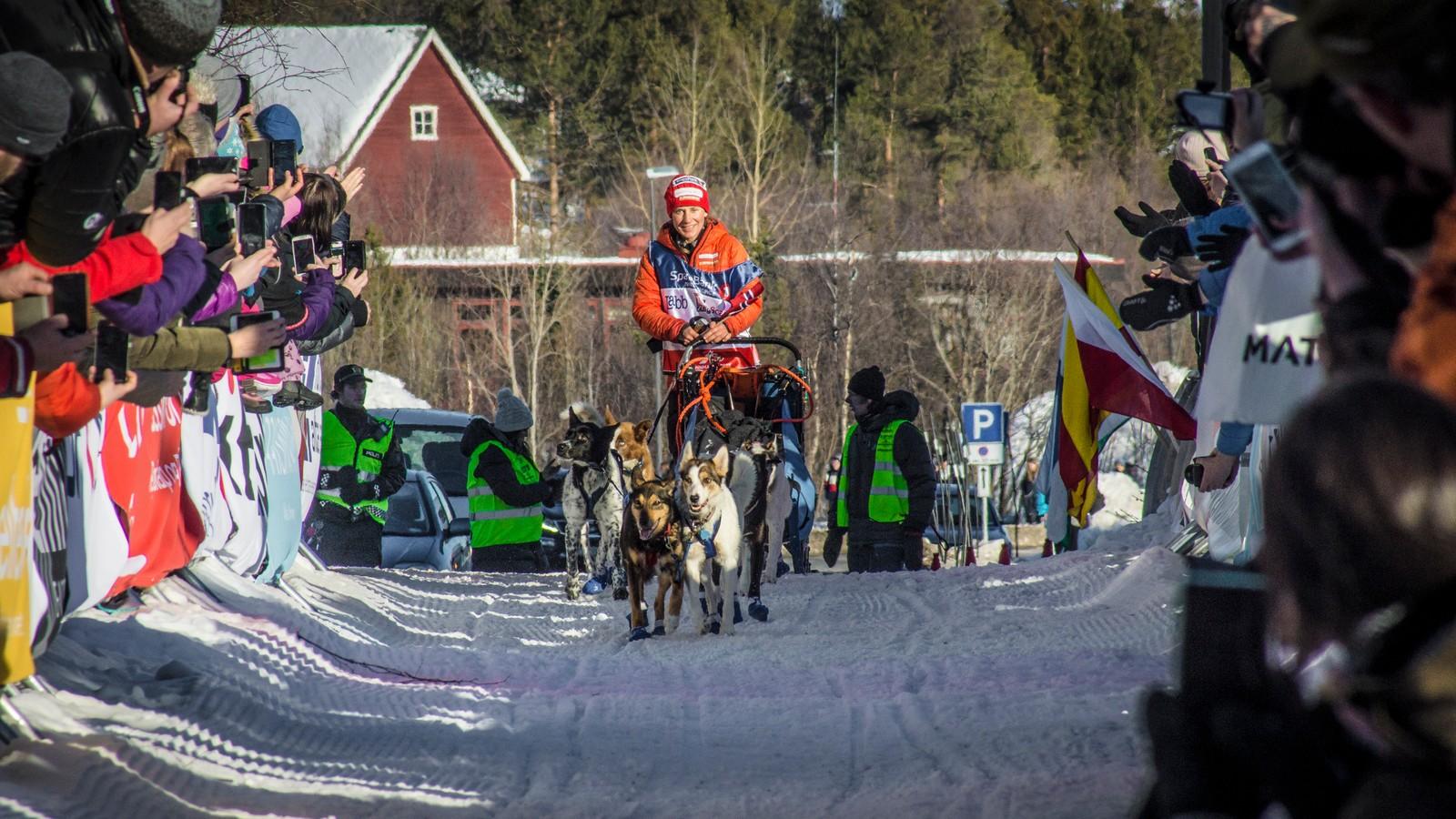 Bare noen meter av 1047 kilometer igjen. Like etter ble Marit Beate Kasin norgesmester og nummer to inn på 1000-kilometeren i Finnmarksløpet.