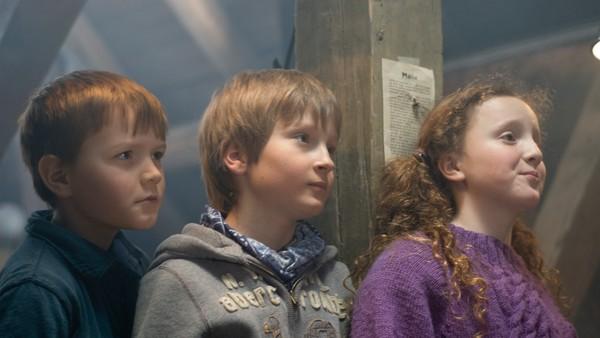 Norsk juledrama. Silje, Bendik og Markus har en hemmelig klubb og kaller seg Tårnagentene. Før jul hjelper de folk med gavekjøp, men så får de selv en magisk nøkkel i gave som gjør at de kan reise 2000 år tilbake i tid. Gaven er en del av et viktig oppdrag som må løses i julen.