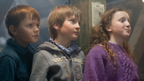Silje, Bendik og Markus har en hemmelig klubb og kaller seg Tårnagentene. Før jul hjelper de folk med gavekjøp, men så får de selv en magisk nøkkel i gave som gjør at de kan reise 2000 år tilbake i tid. Gaven er en del av et viktig oppdrag som må løses i julen. Norsk juledrama.