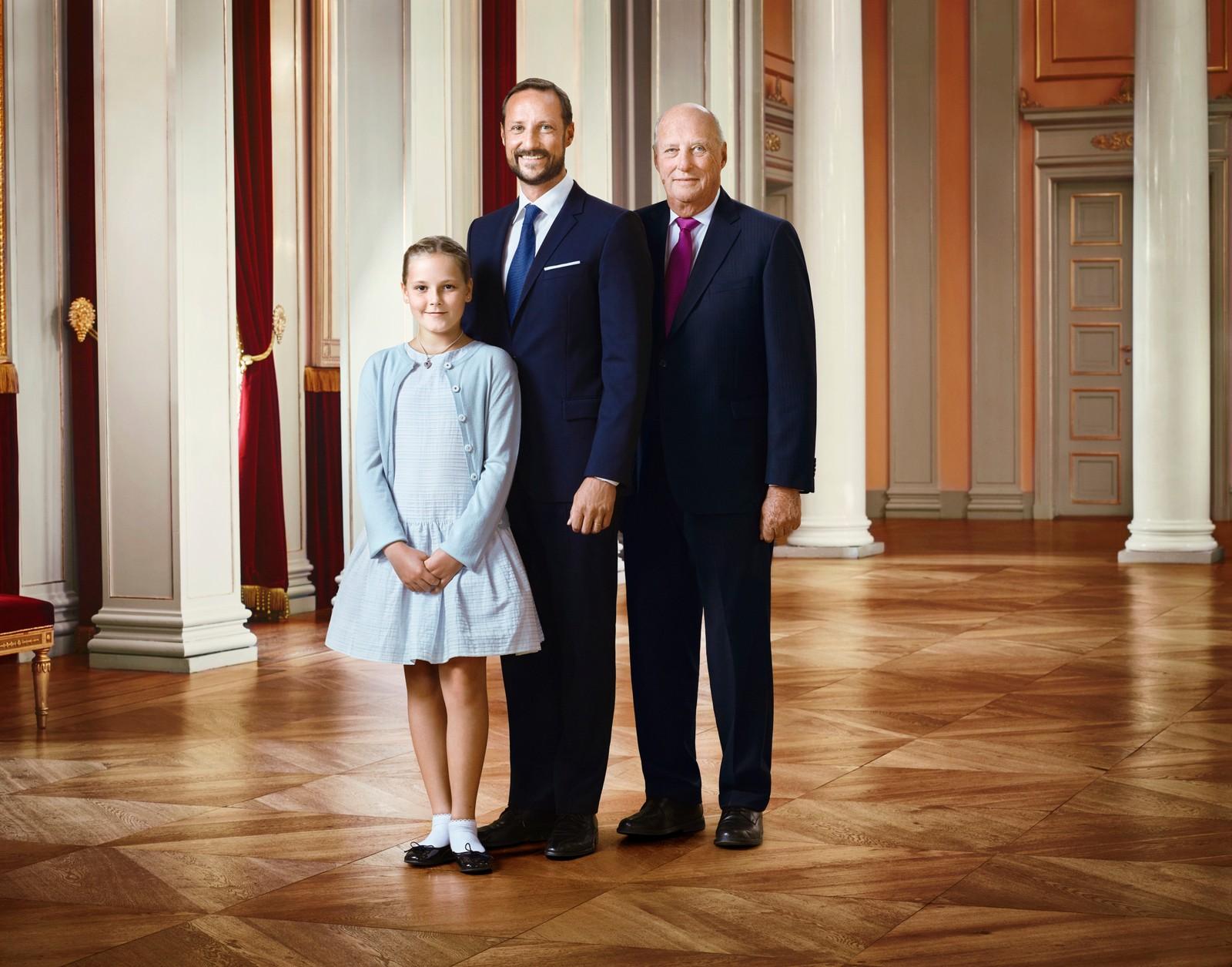 Arverekken i det norske kongehuset: Prinsesse Ingrid Alexandra, kronprins Haakon og kong Harald.