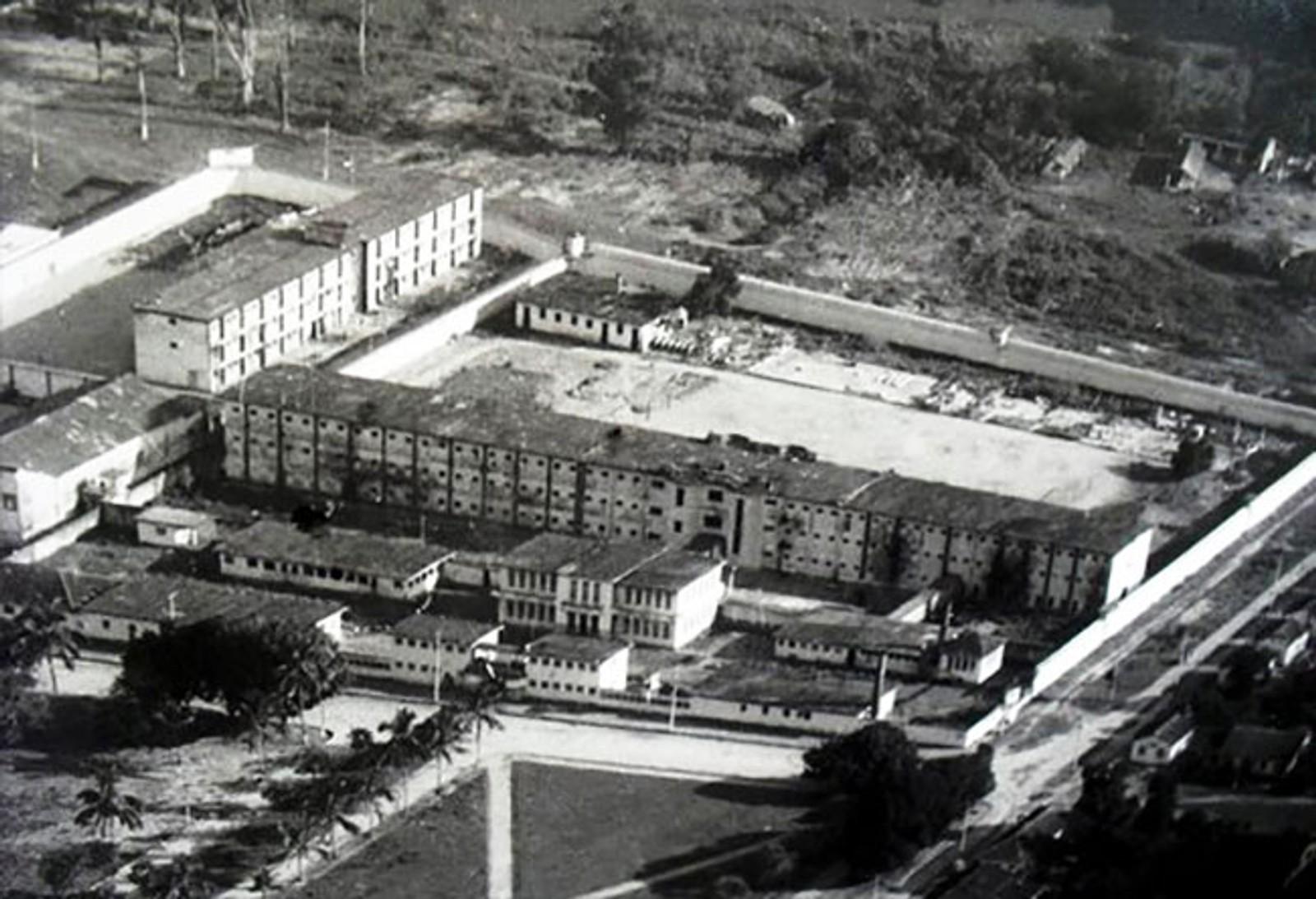 Cândido Mendes-fengselet før det ble revet etter at det ble stengt i 1993.