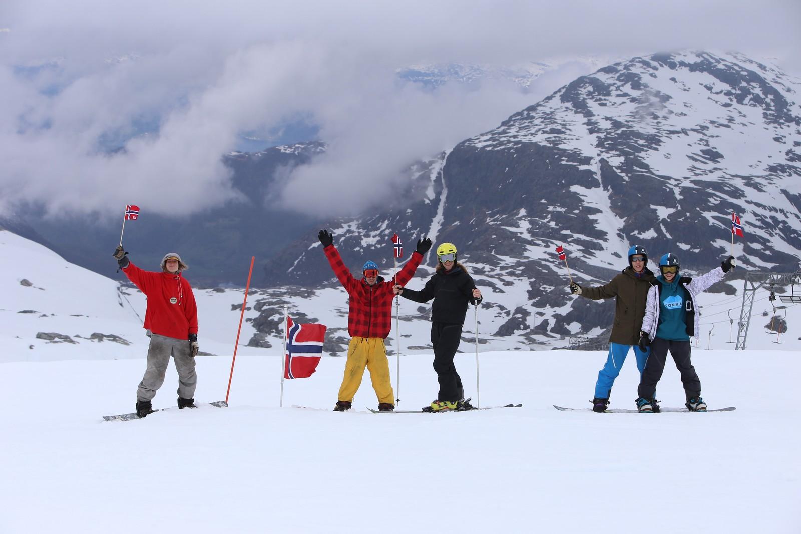 En gjeng valgte å feire nasjonaldagen på Folgefonna i Hardanger.