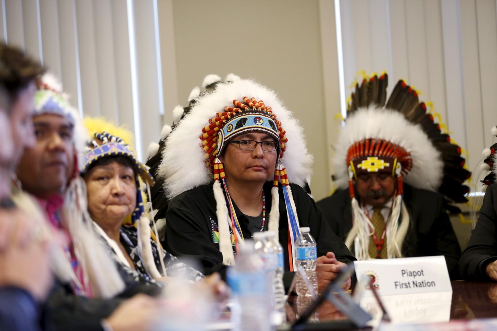 Høvding Ira Lavallee fra Piapot First Nations under et møte med Canadas statsminister Justin Trudeau og File Hills Qu'Appelle stammeråd i Fort Qu'Appelle, Saskatchewan i Canada tirsdag denne uken.
