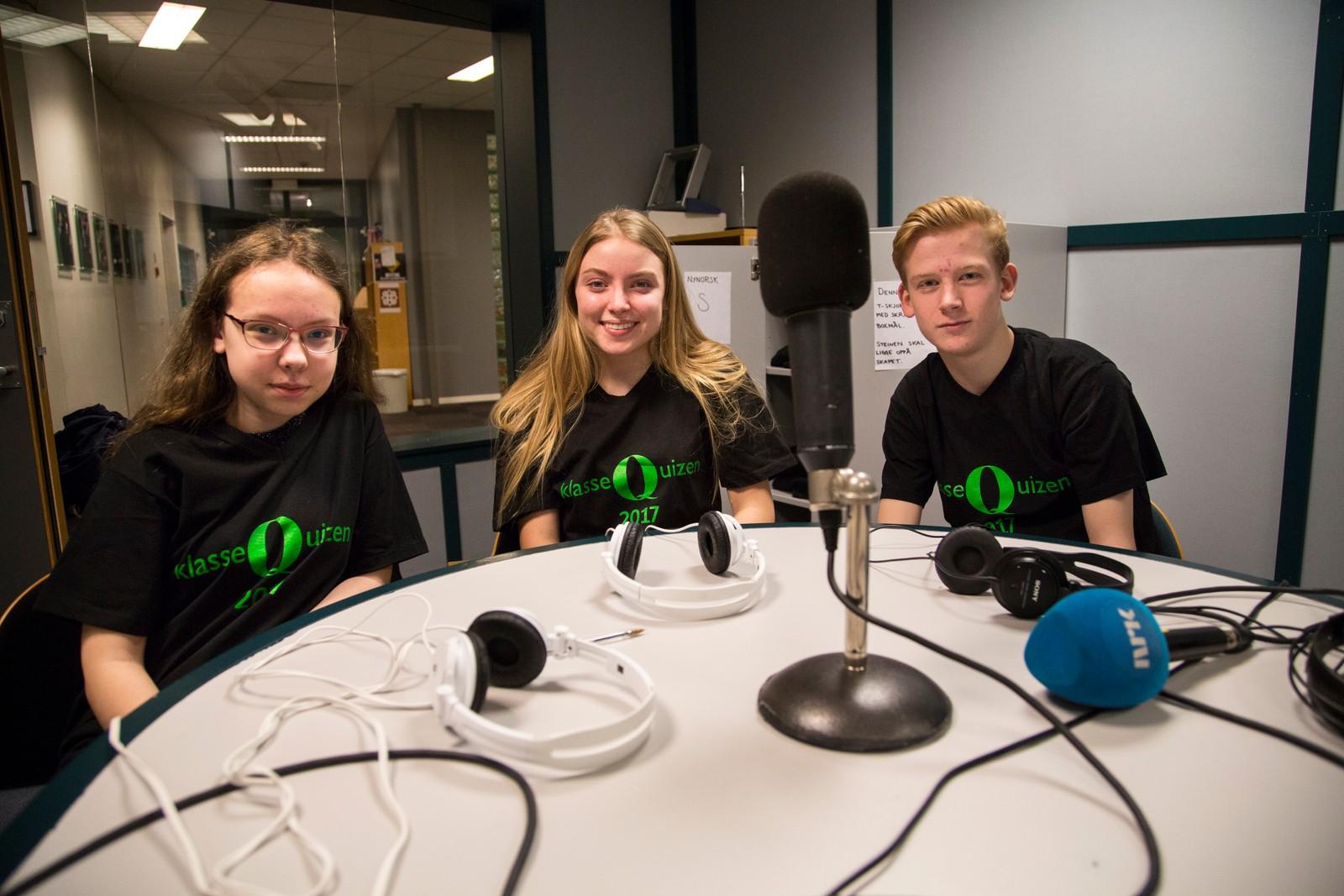 Austbø Skole på Klassequiz. Fra venstre: Ingvild Rønning Buvik, Julie Birkeland, Sigurd Westermoen Kristiansen. De fikk 11 poeng.