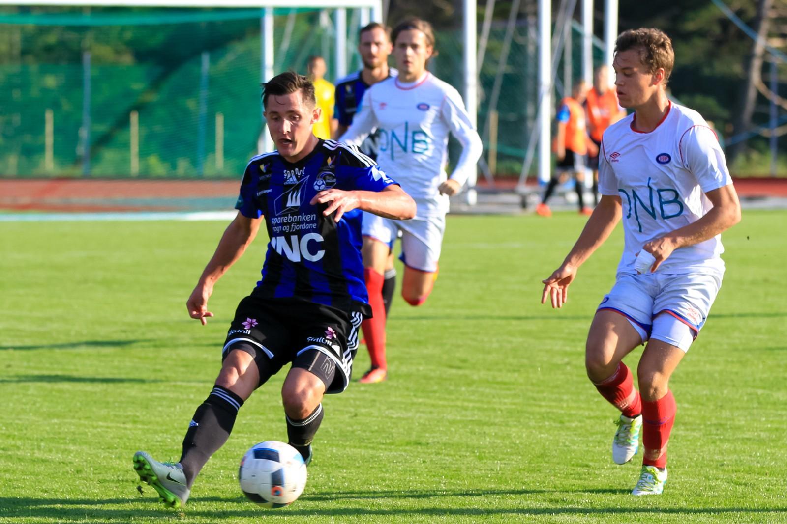 Stefan Aase i kampen mellom Florø og Vålerenga 2