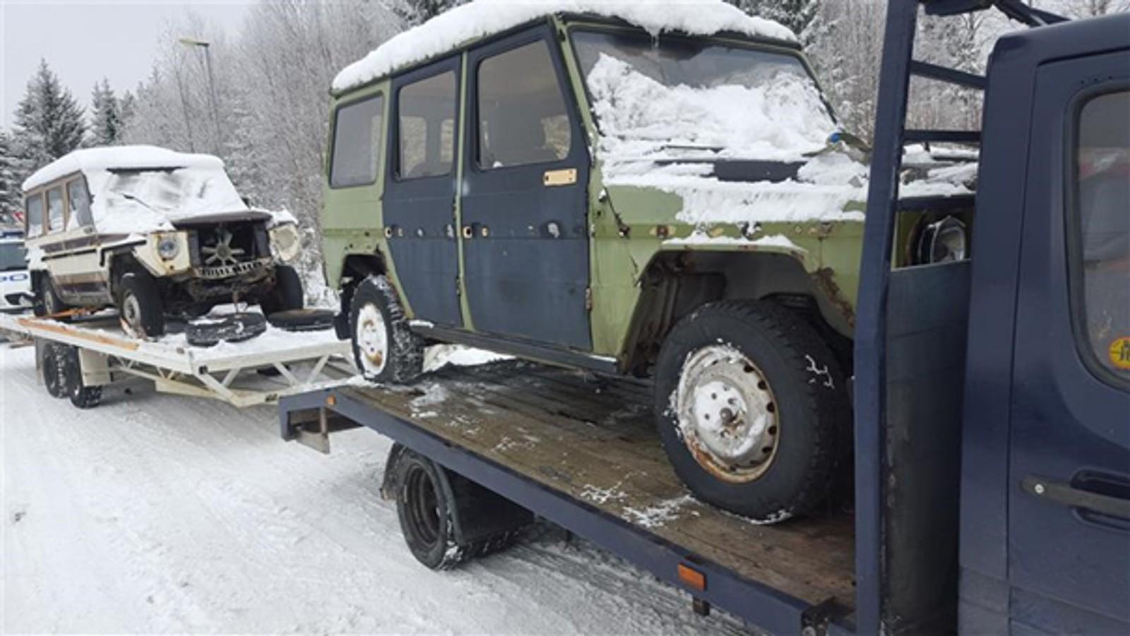 Et nederlansk kjøretøy ble stoppet i Elverum på tirsdag, der det meste var feil. Kjøretøyet var lastet med to eldre biler. De var svært dårlig sikret.