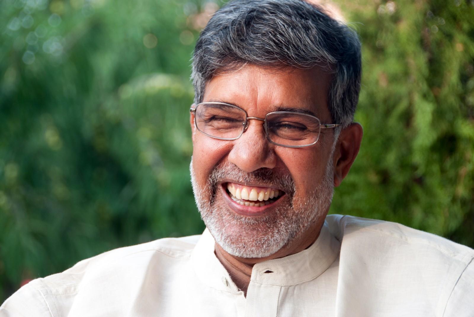 Selv om Kailash Satyarthi har sett og ser noen av de mørkeste sidene av India, har han ikke mistet gleden eller optimismen i livet. Og noe av hans store overtalelsesevner ligger kanskje der?
