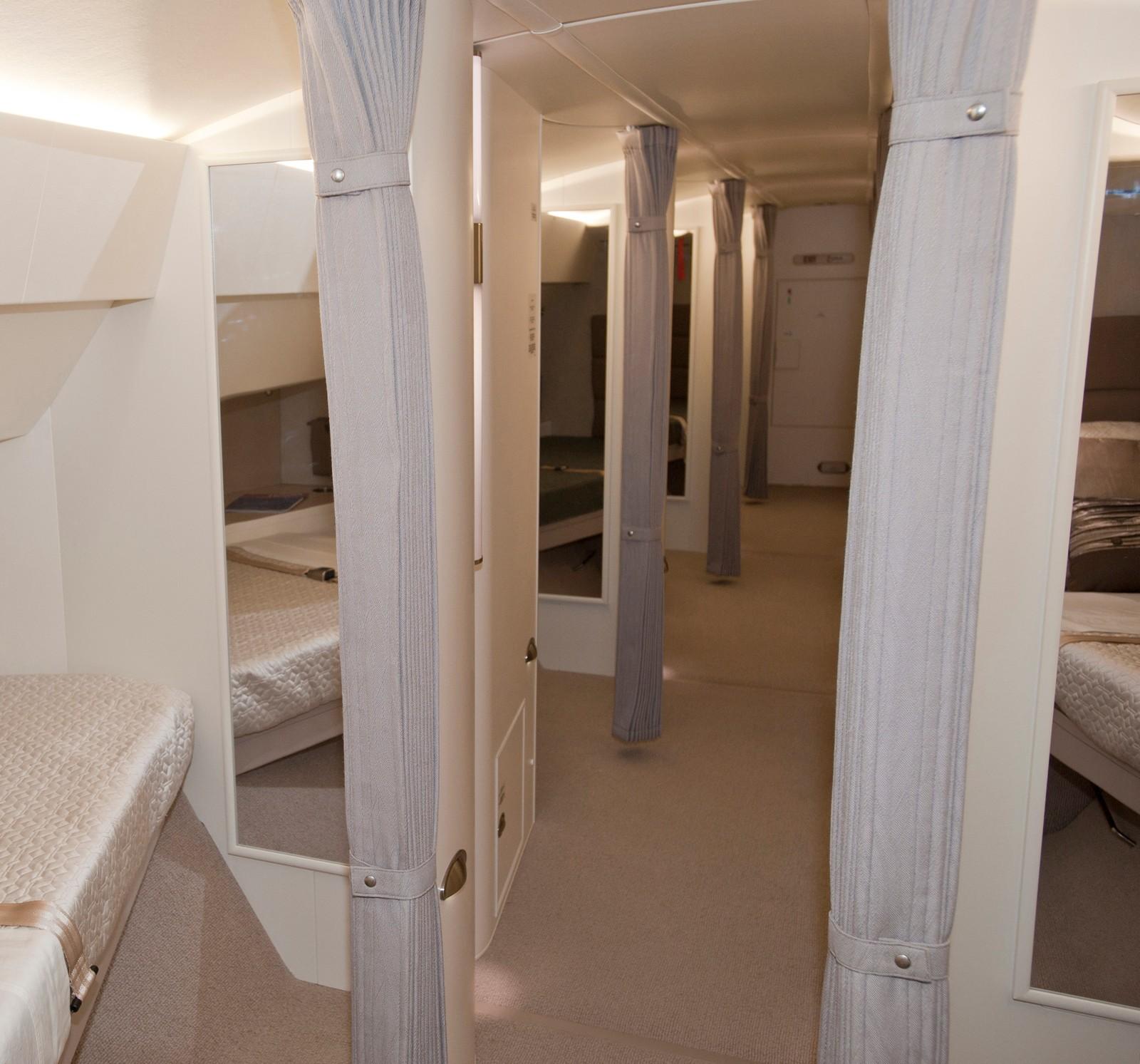 Flere av 747-luksusutgavene inneholder et eget ekstra loft med åtte private soveområder, skifterom og avslapningsområde.