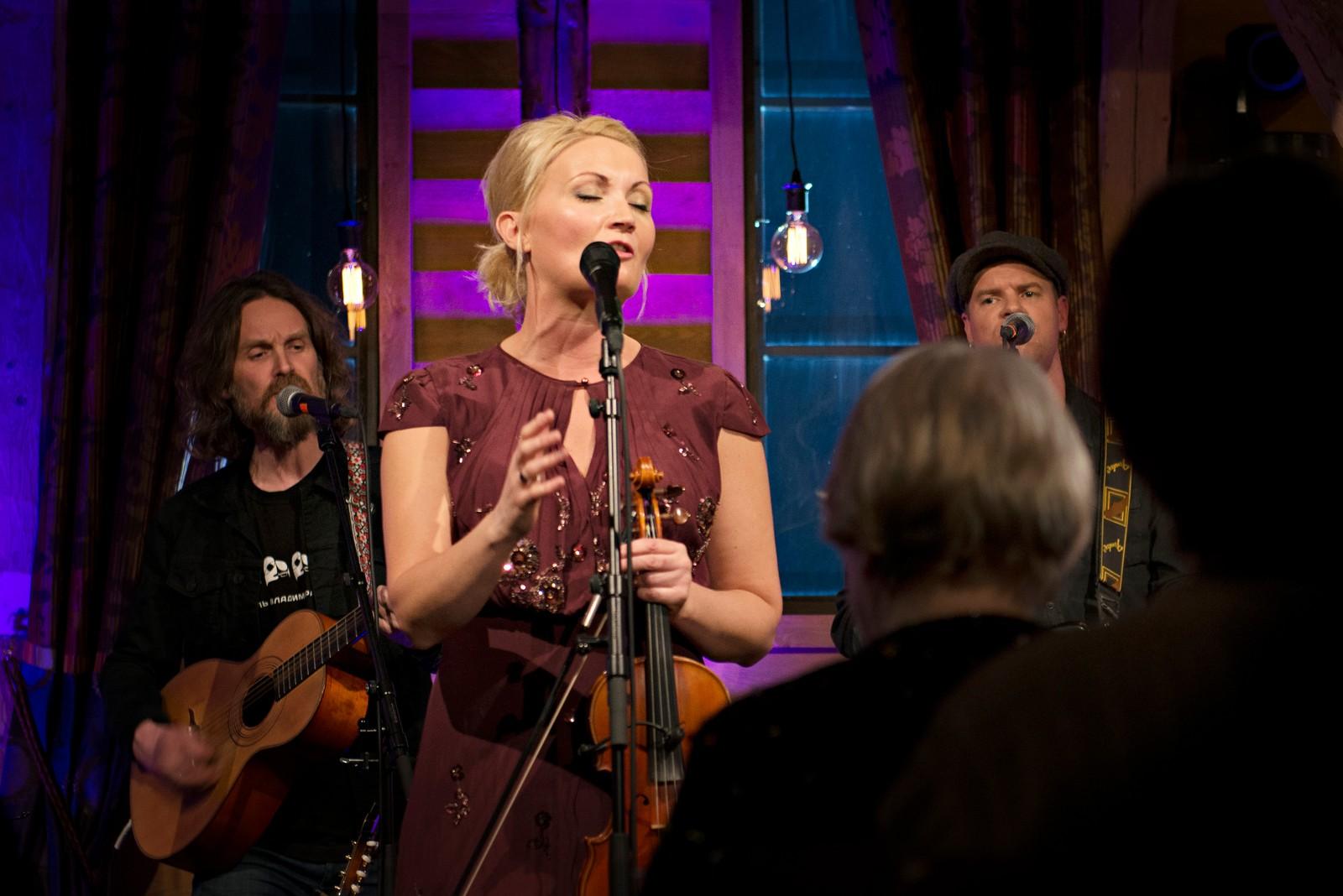 NORSK: Sigrid Moldestad fylde låven med musikk.