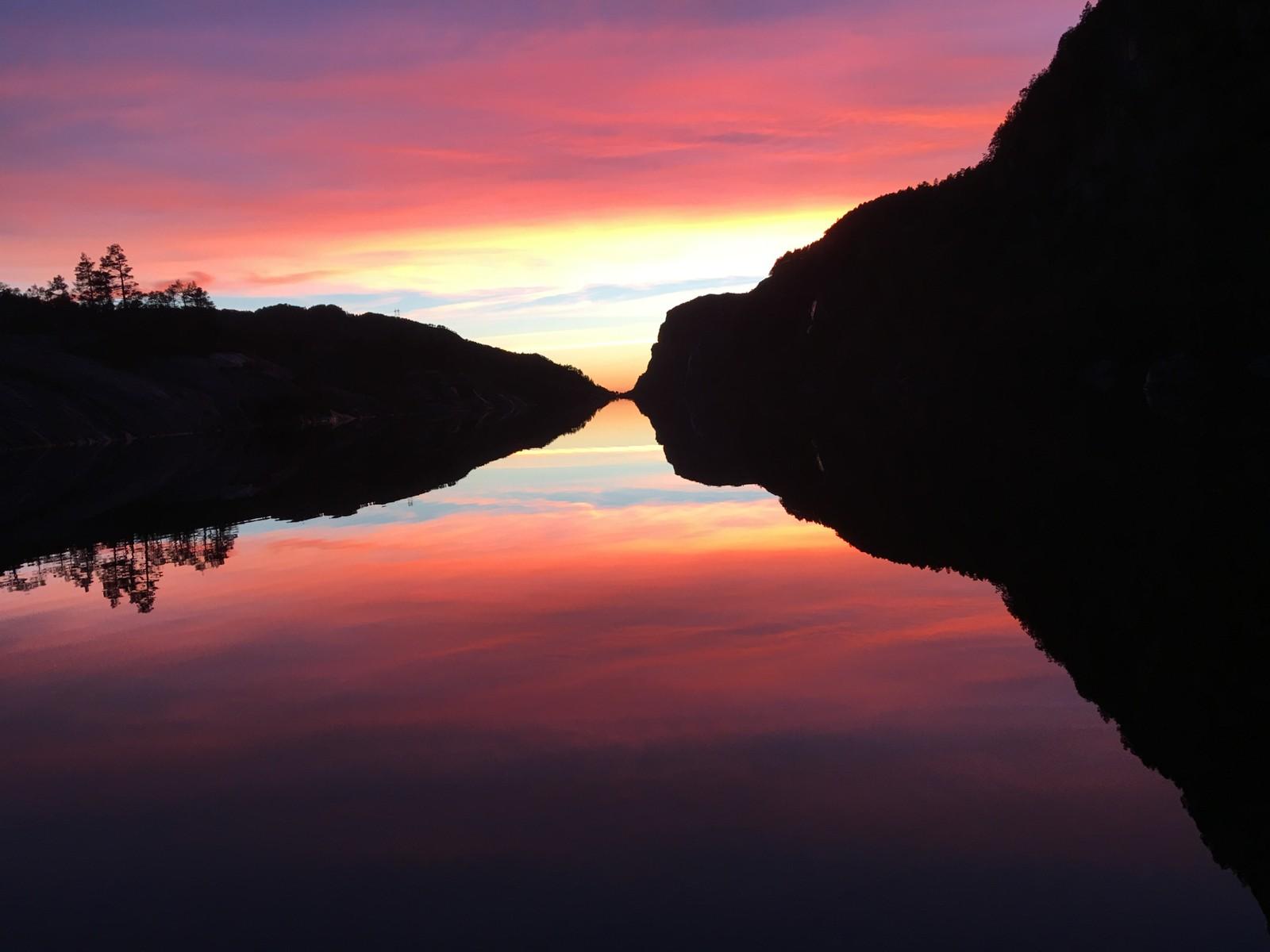 Fin solnedgang ved Haukåvatnet i Flora kommune.