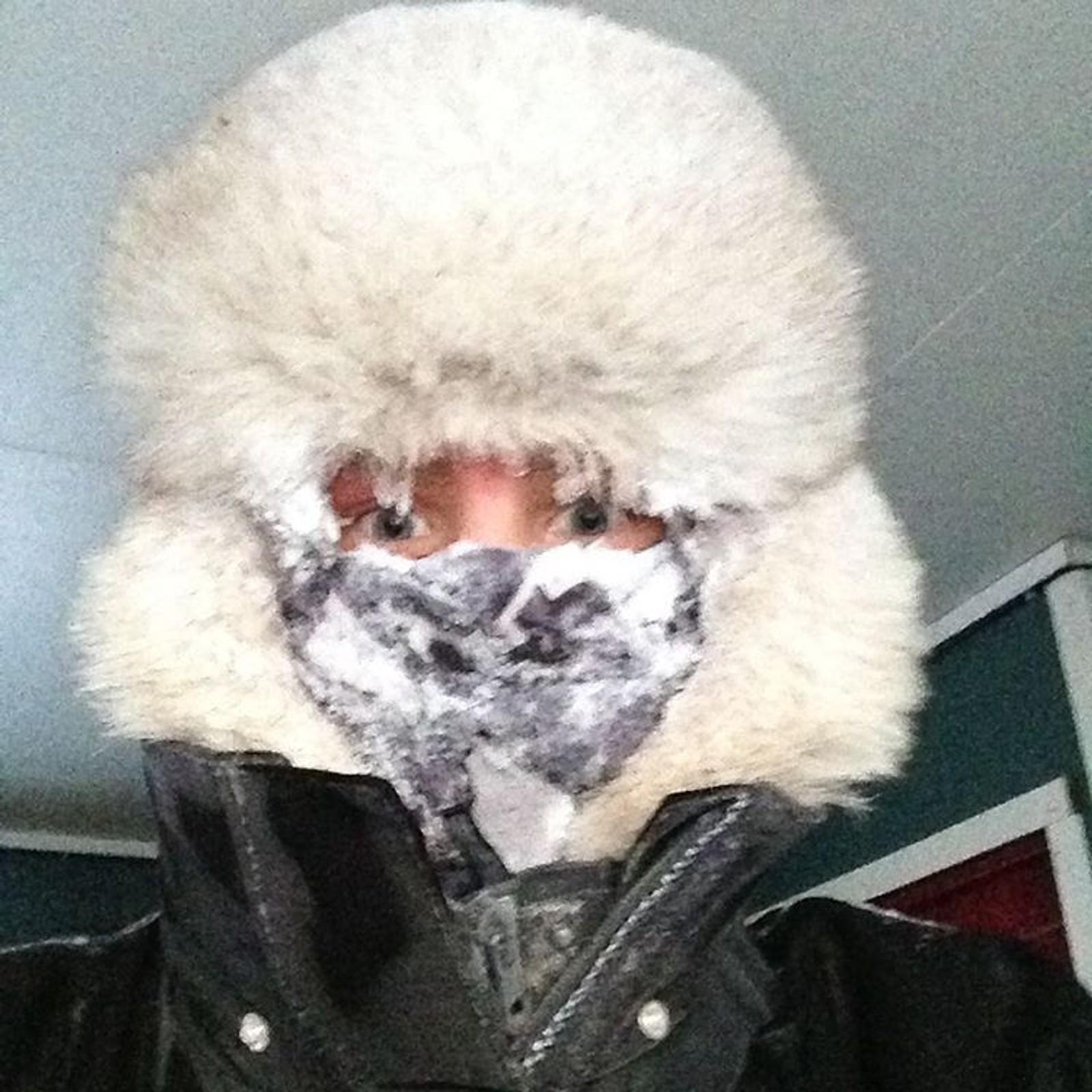 KARASJOK: – Småkjølig, sier fotografen etter å ha kjørt reinflokken i førti minusgrader.