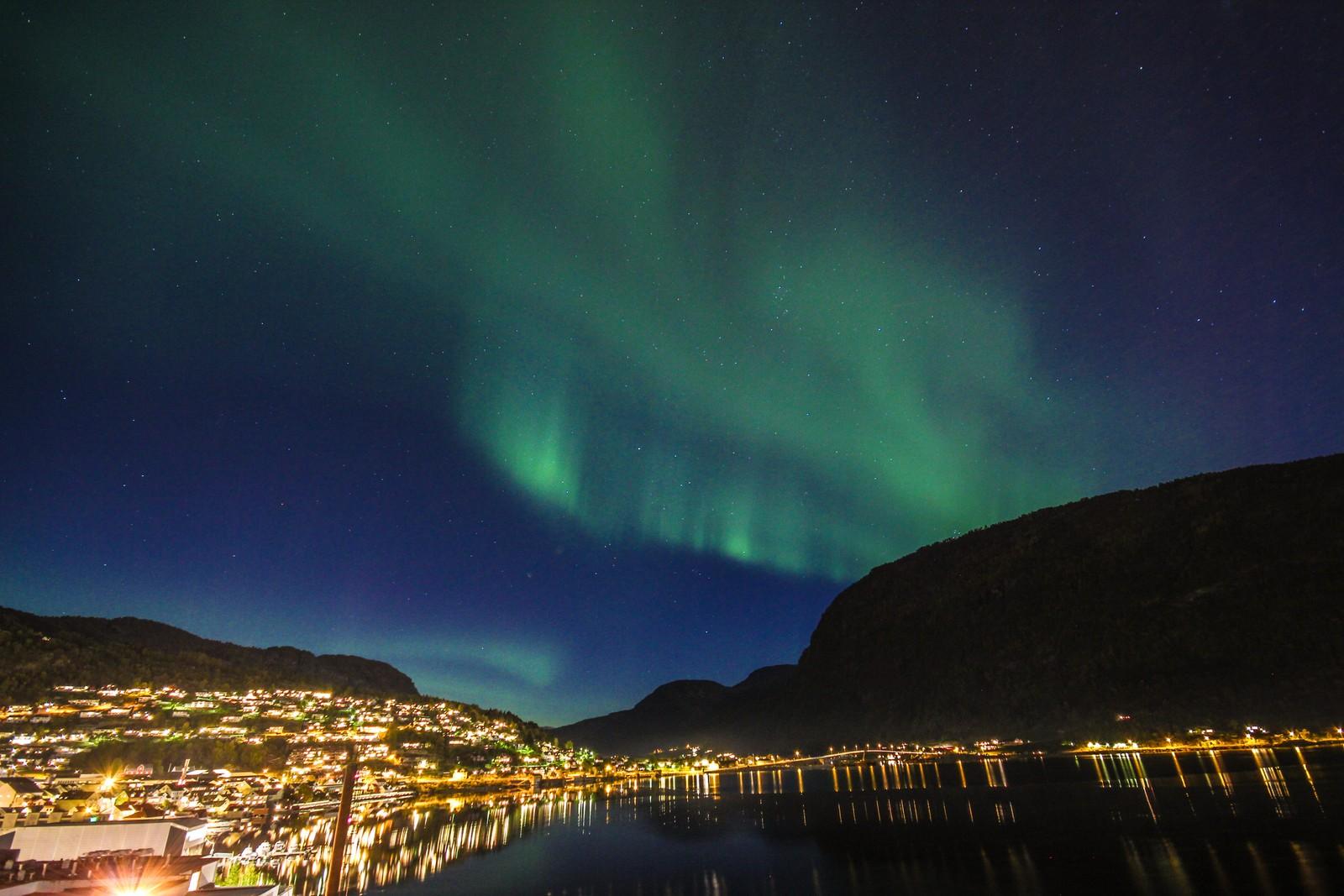 Nordlys i Sogndalsfjøra 13. oktober.