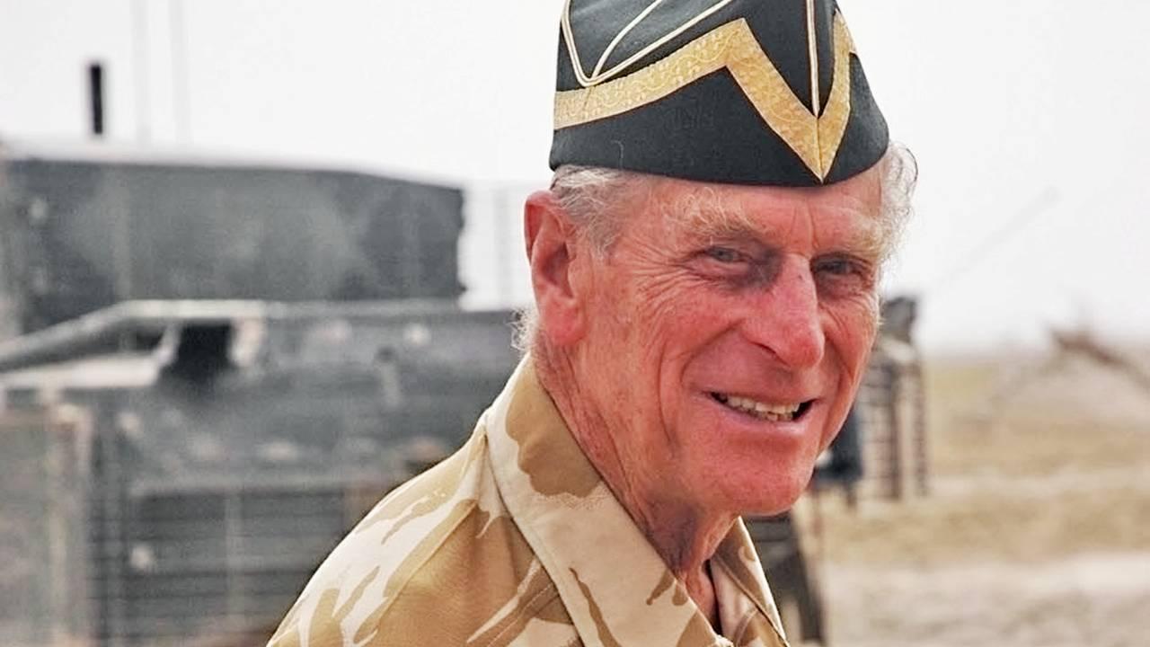 Prins Phillip besøker de britiske styrkene i Irak i 2006